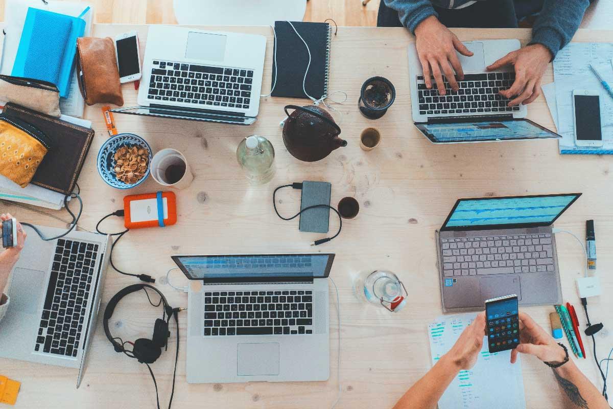 Team - lavoro - portatili sul tavolo - Net Wireless